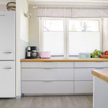 iio RM1 ALBR1372 Left Hinge Kitchen Lifestyle Photo White